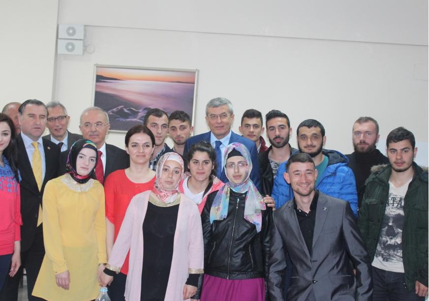 BAKAN İPEK VE GENEL SEKRETER KASIRGA PAZAR'DA 15