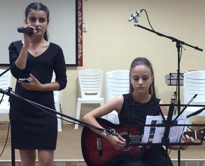 İstiklal Marşı'nı piyano ve keman eşliğinde okudular 10