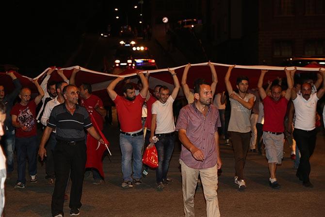 PAZAR'DA TERÖR SALDIRILARI PROTESTO EDİLDİ galerisi resim 1