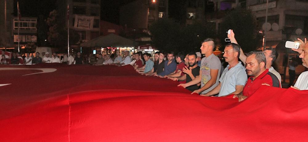 PAZAR'DA TERÖR SALDIRILARI PROTESTO EDİLDİ 3