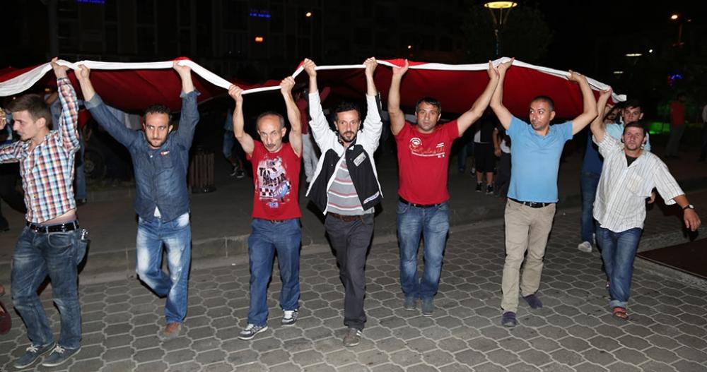 PAZAR'DA TERÖR SALDIRILARI PROTESTO EDİLDİ 7
