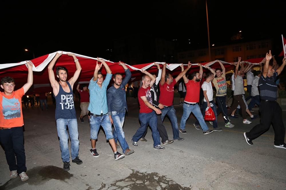 PAZAR'DA TERÖR SALDIRILARI PROTESTO EDİLDİ 8