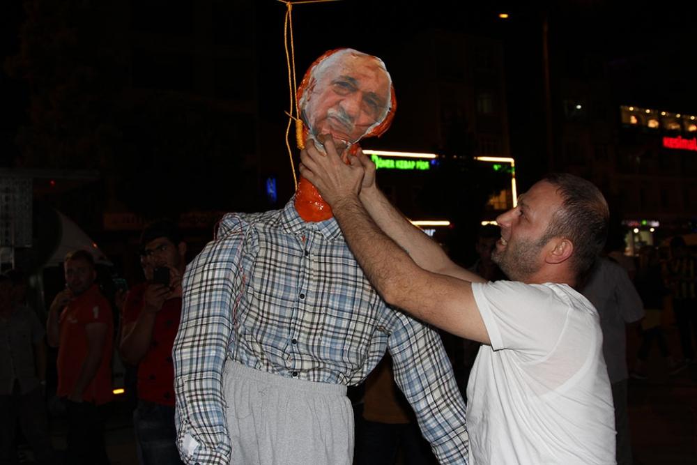 Pazar'da F. Gülen maketi idam edildi! 1