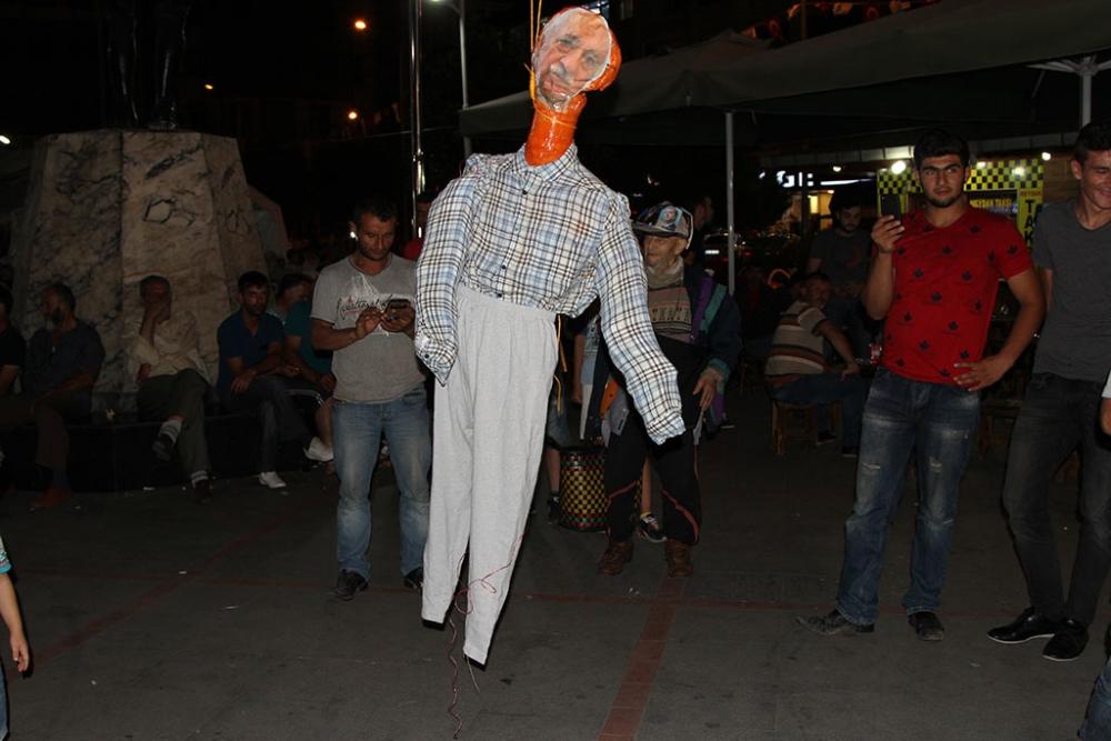 Pazar'da F. Gülen maketi idam edildi! 10