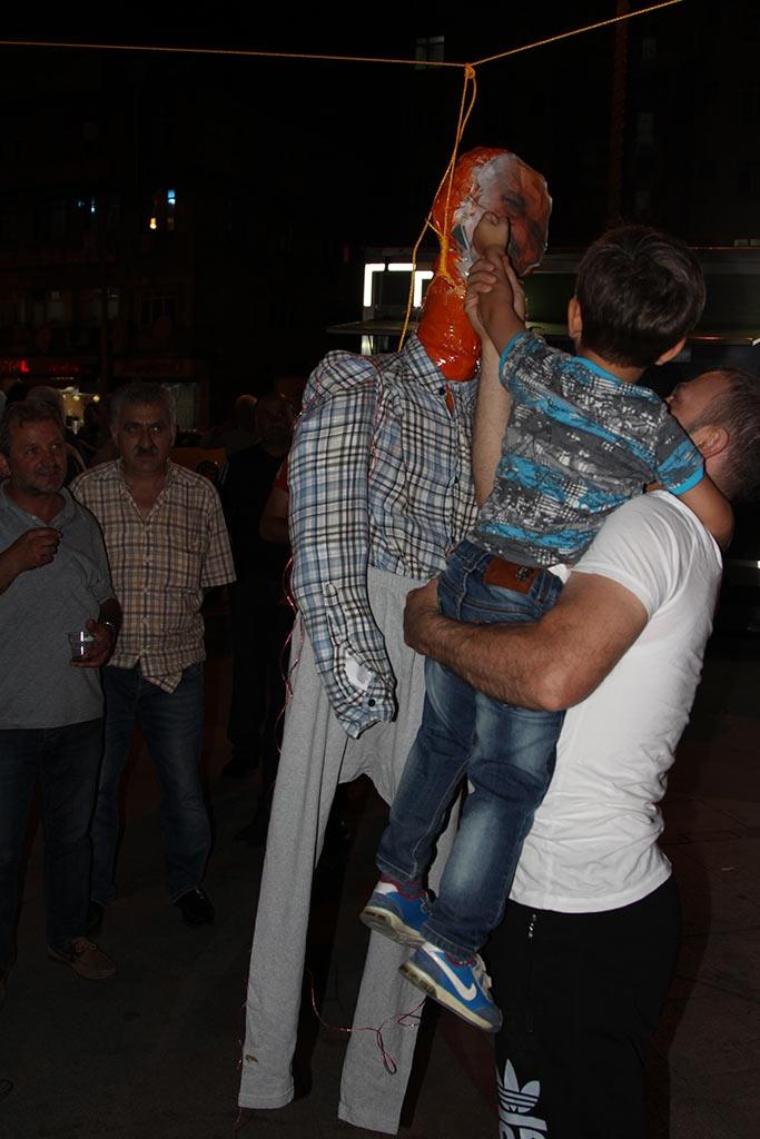 Pazar'da F. Gülen maketi idam edildi! 2