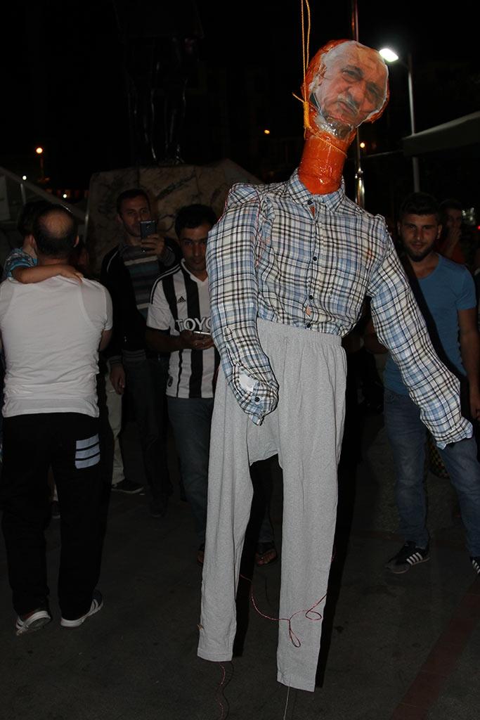 Pazar'da F. Gülen maketi idam edildi! 4