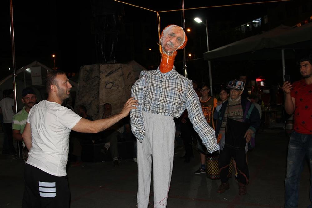 Pazar'da F. Gülen maketi idam edildi! 8