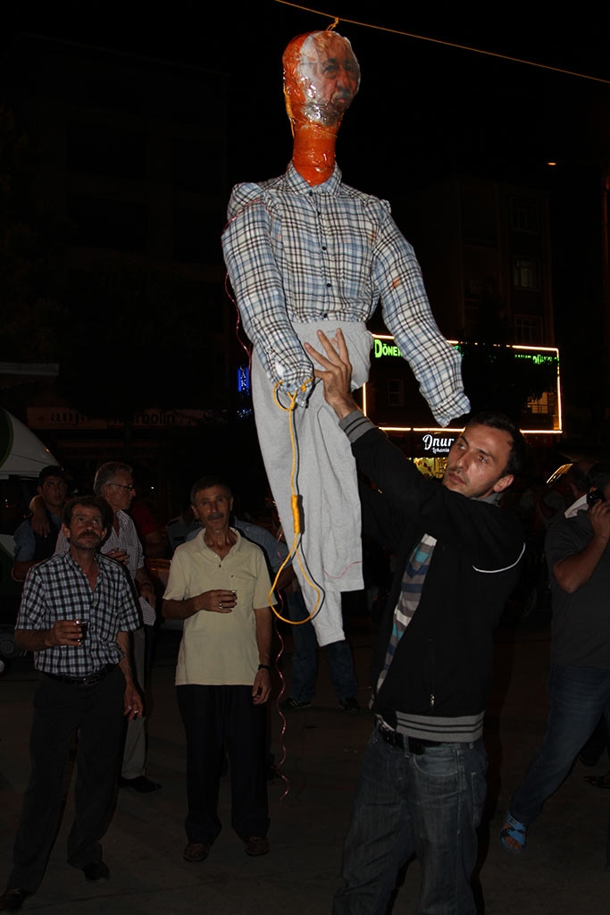 Pazar'da F. Gülen maketi idam edildi! 9