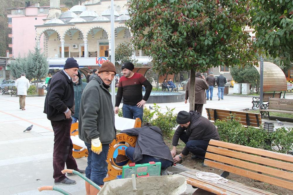 Pazar Demokrasi Meydanına ışık geldi! 11