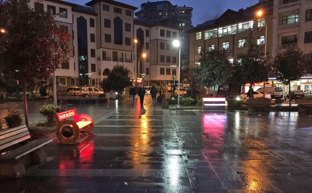 Pazar Demokrasi Meydanına ışık geldi! 14