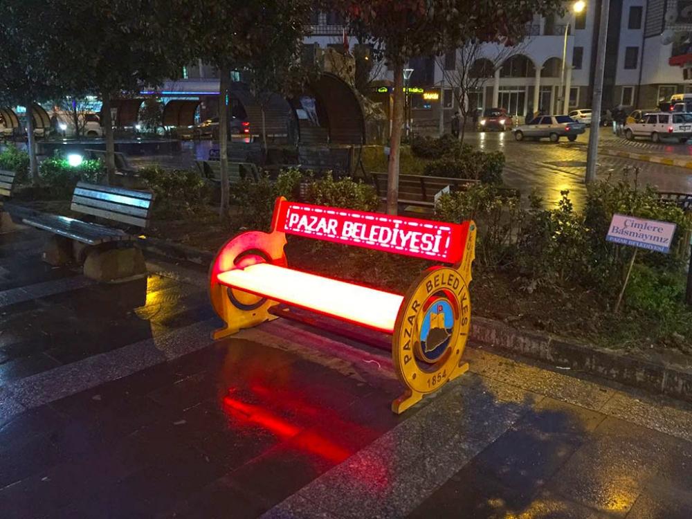 Pazar Demokrasi Meydanına ışık geldi! 15