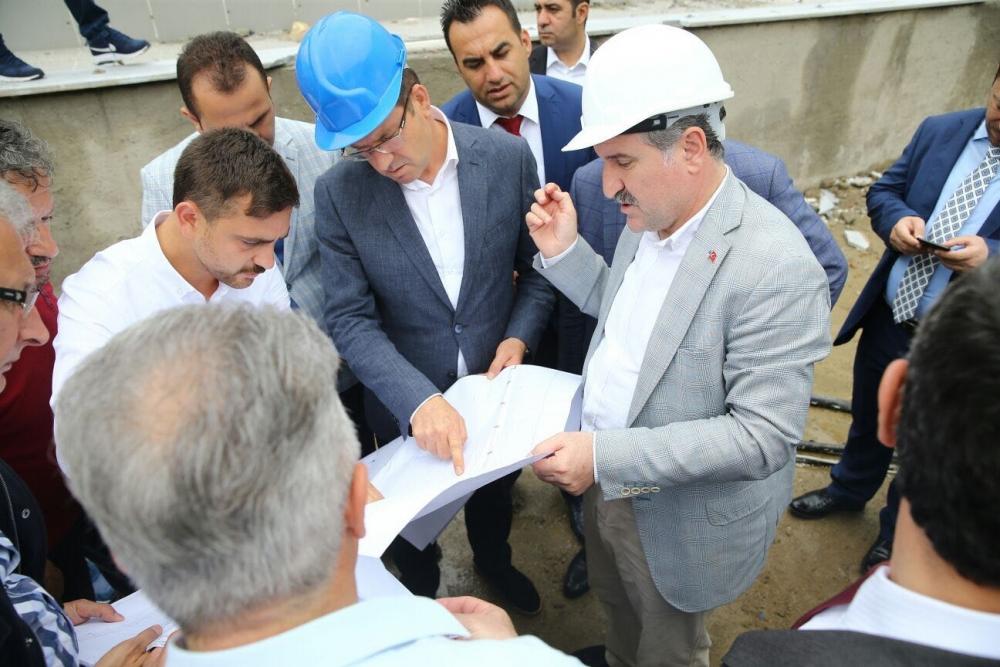 Bakan Bak, Pazar M. Akif Pirim Spor Salonuna el attı 10