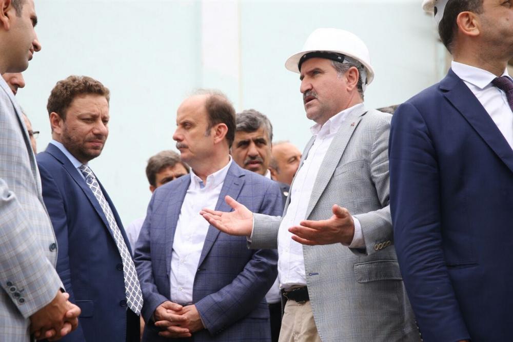 Bakan Bak, Pazar M. Akif Pirim Spor Salonuna el attı 17