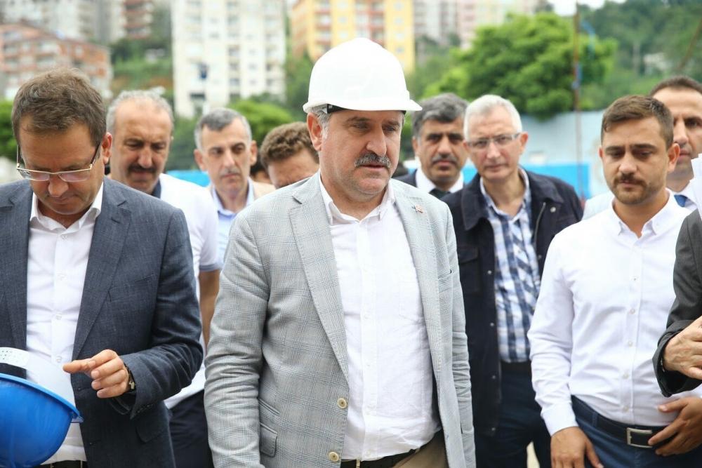 Bakan Bak, Pazar M. Akif Pirim Spor Salonuna el attı 22