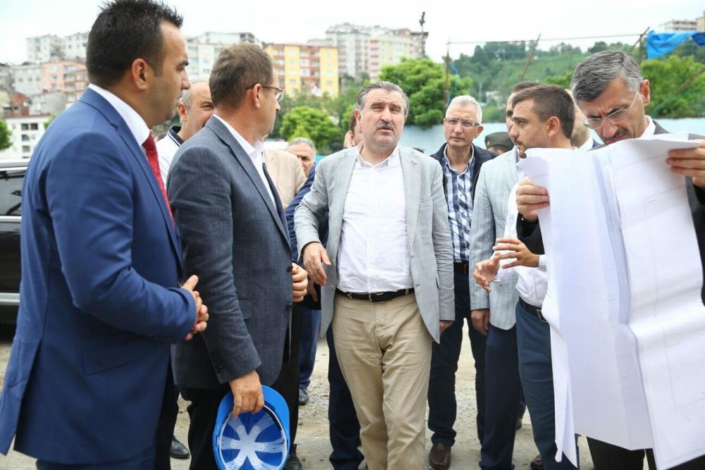 Bakan Bak, Pazar M. Akif Pirim Spor Salonuna el attı 23