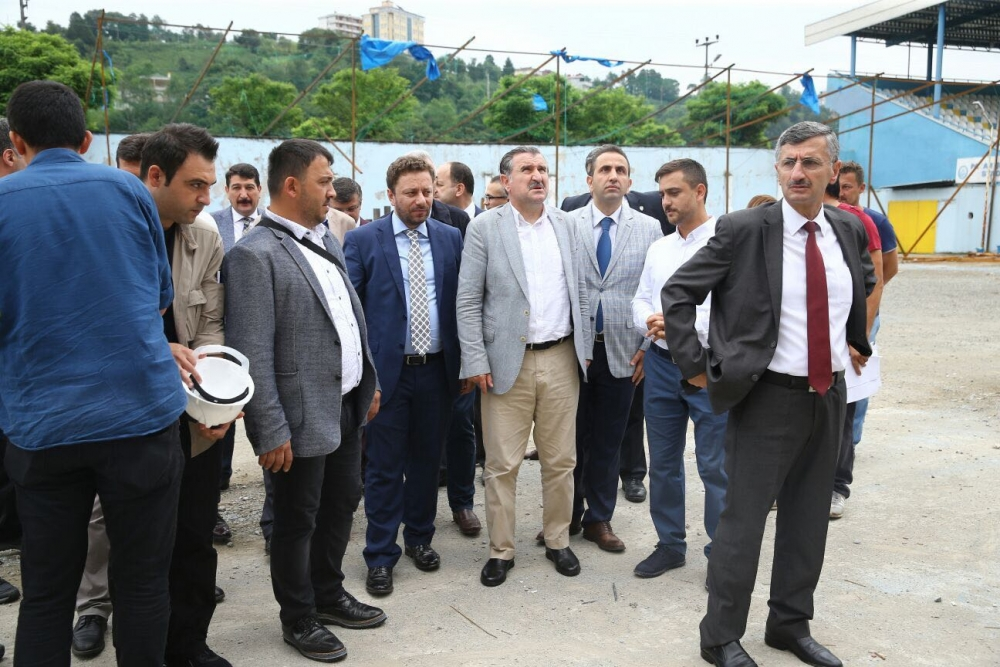 Bakan Bak, Pazar M. Akif Pirim Spor Salonuna el attı 24