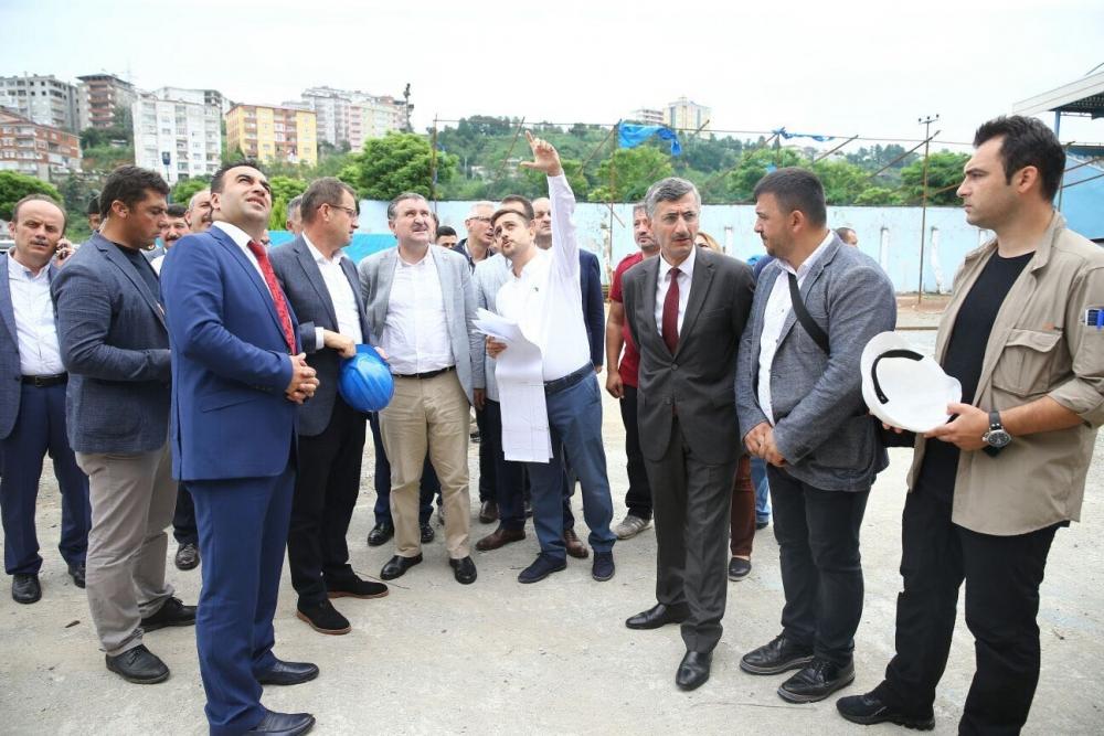 Bakan Bak, Pazar M. Akif Pirim Spor Salonuna el attı 25