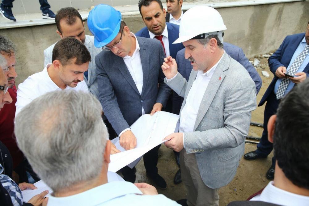 Bakan Bak, Pazar M. Akif Pirim Spor Salonuna el attı 9
