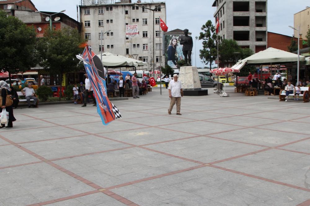Pazar meydanında model uçakla şov yaptı! 11