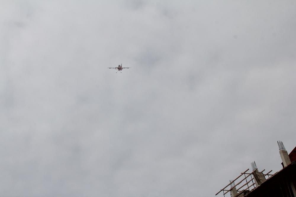 Pazar meydanında model uçakla şov yaptı! 7