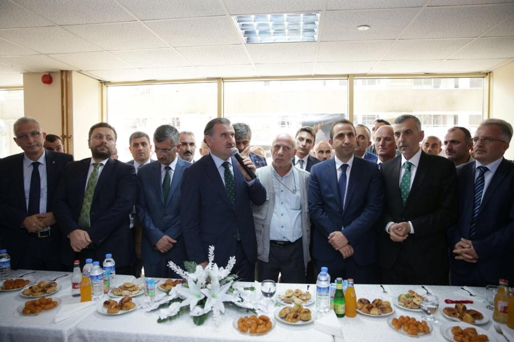 Bakan Bak, Pazar'daki bayramlaşmaya katıldı 11