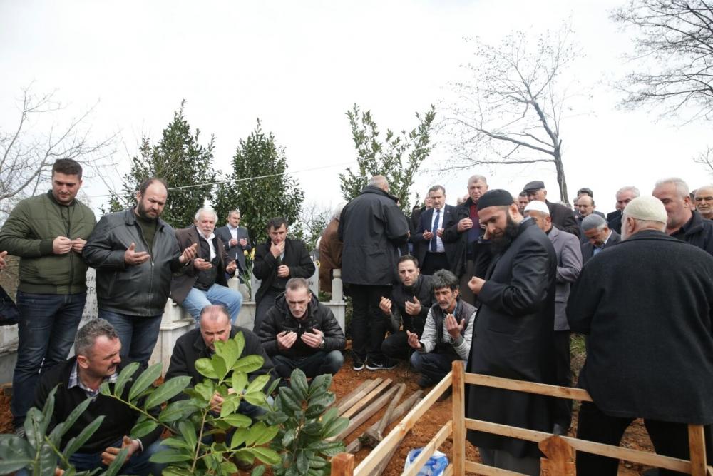 Bakan Bak, Pazar'da halasını toprağa verdi 21