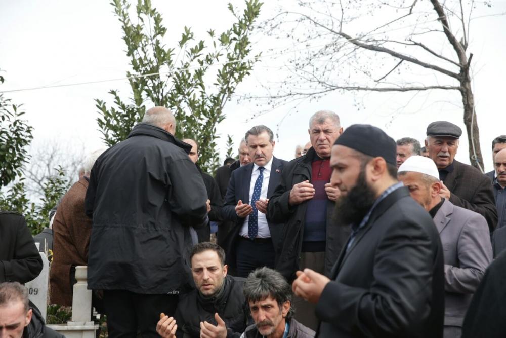 Bakan Bak, Pazar'da halasını toprağa verdi 24