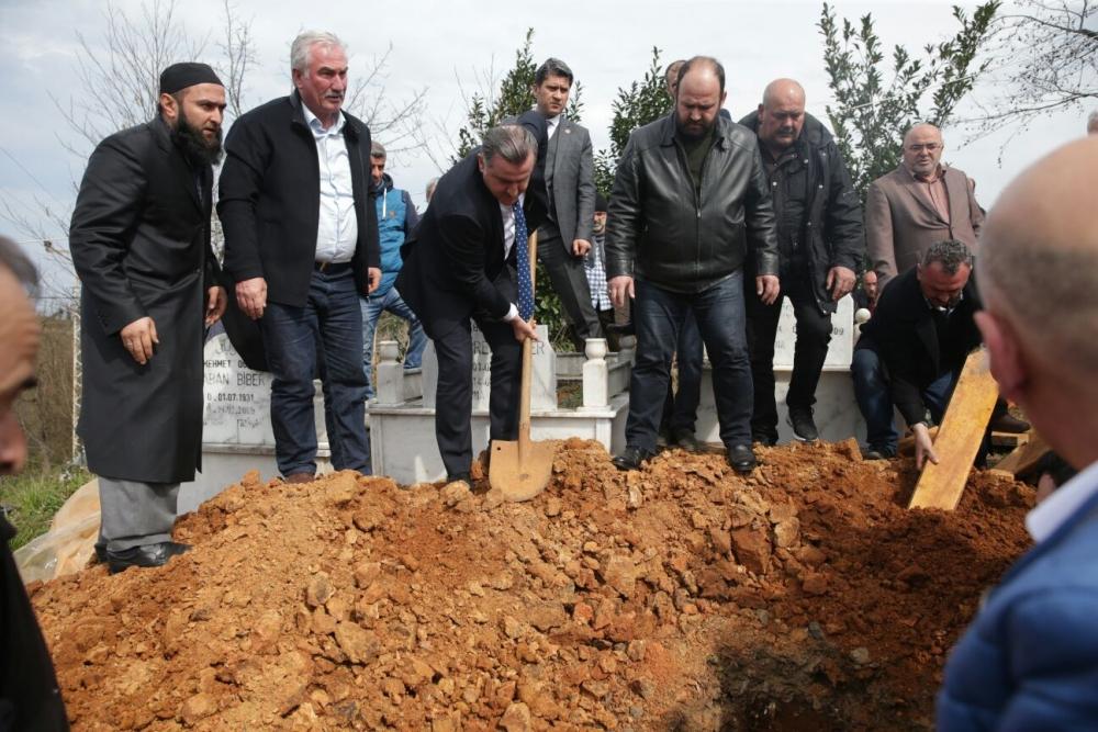 Bakan Bak, Pazar'da halasını toprağa verdi 29