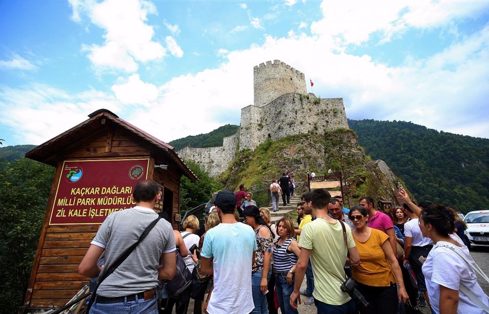 Zil Kale turistlerin ilgi odağı oldu 1