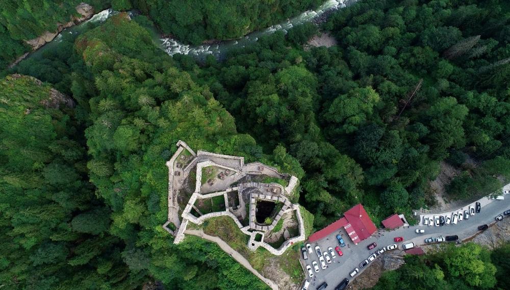Zil Kale turistlerin ilgi odağı oldu 11
