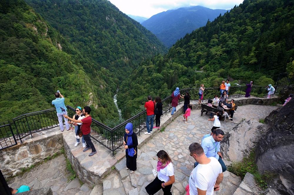Zil Kale turistlerin ilgi odağı oldu 14