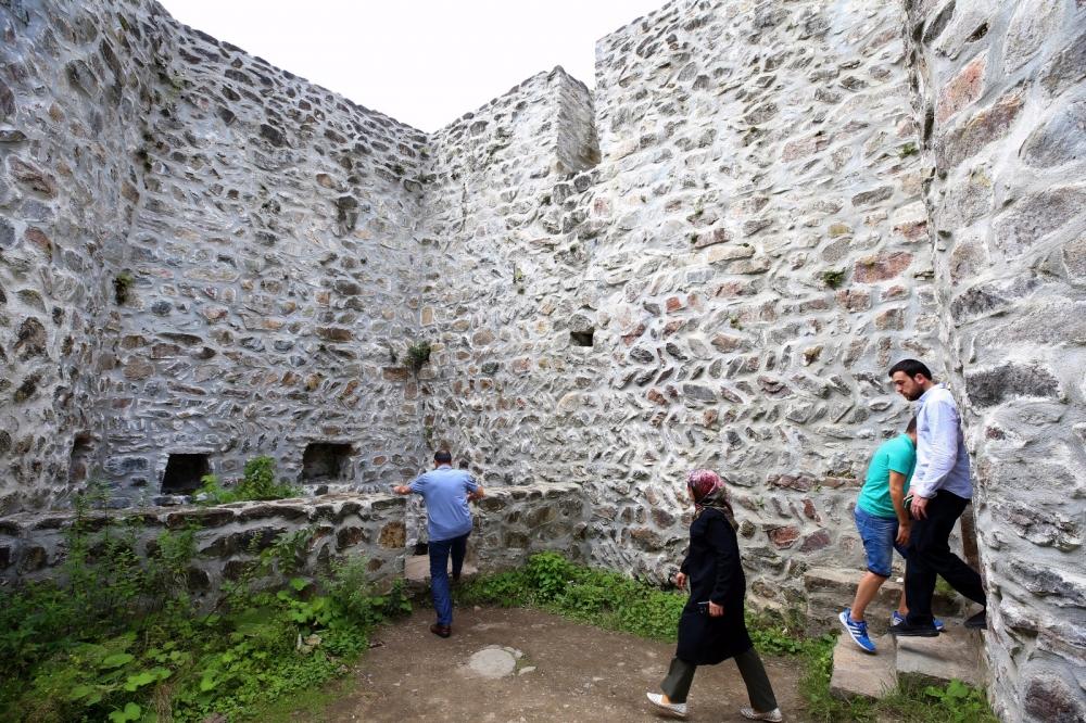 Zil Kale turistlerin ilgi odağı oldu 17