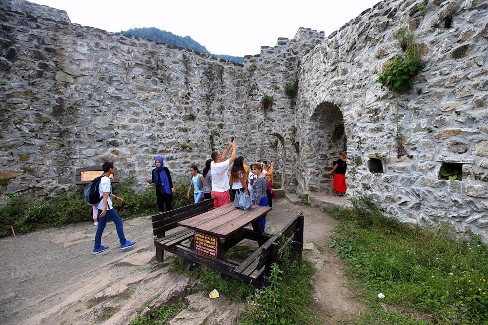 Zil Kale turistlerin ilgi odağı oldu 19