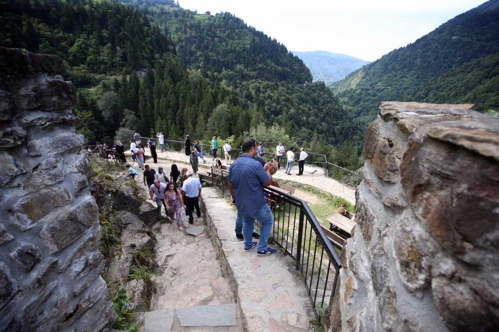 Zil Kale turistlerin ilgi odağı oldu 2