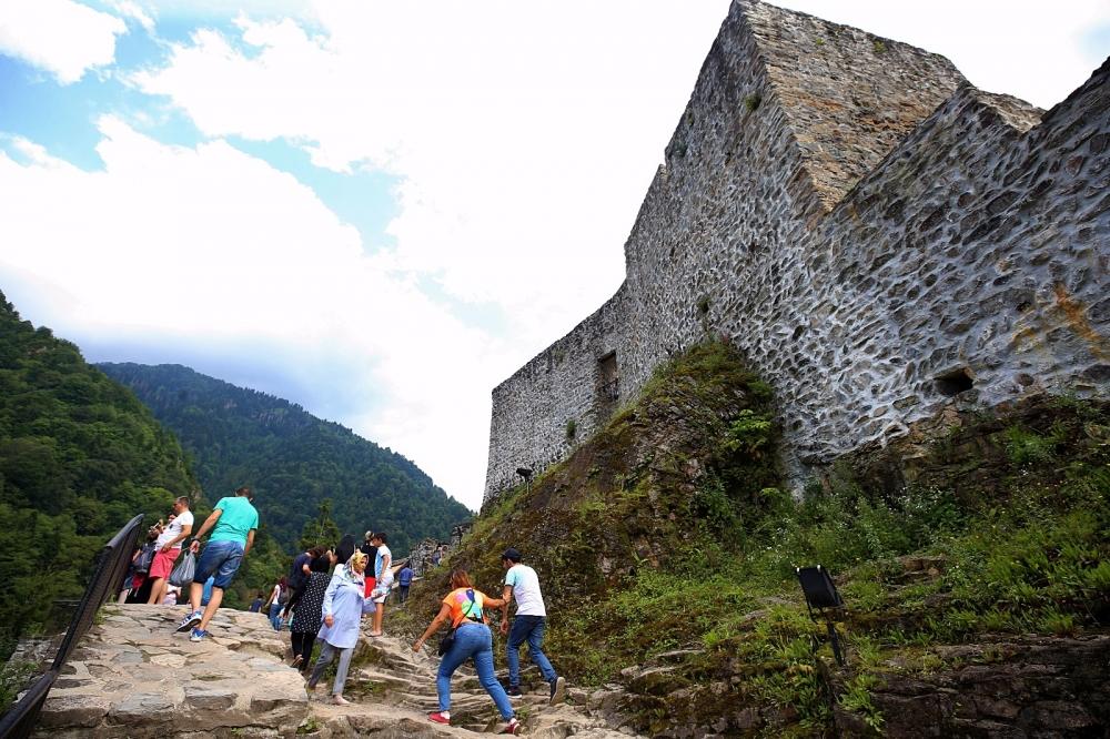 Zil Kale turistlerin ilgi odağı oldu 4