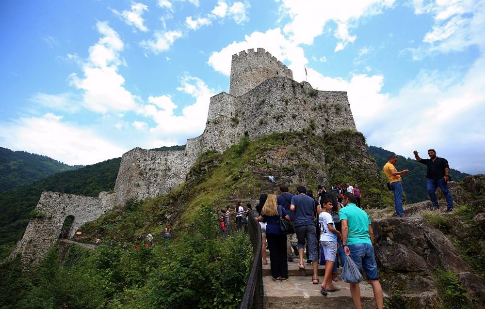 Zil Kale turistlerin ilgi odağı oldu 7