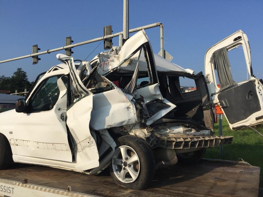 Pazar'da sabah saatlerinde korkunç kaza: 4 yaralı 14