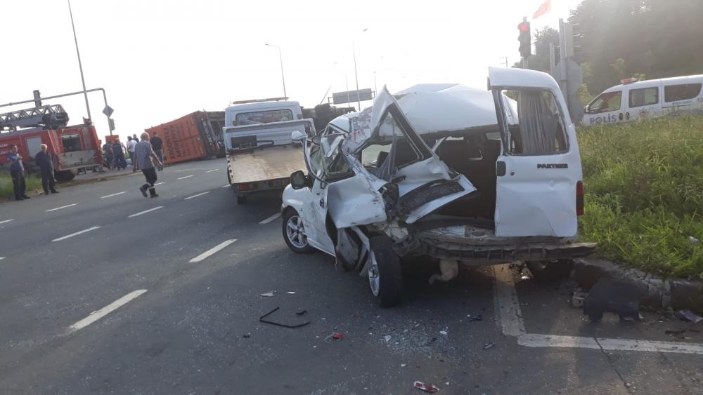 Pazar'da sabah saatlerinde korkunç kaza: 4 yaralı 6