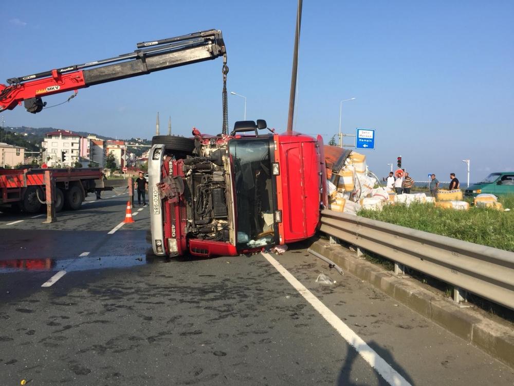 Pazar'da sabah saatlerinde korkunç kaza: 4 yaralı 9