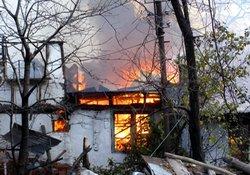 Yangın, 4 aileyi evsiz bıraktı