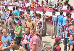 Trabzonspor taraftarı kampı bastı!