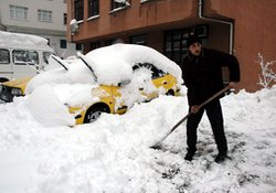 Rize şehir merkezinde kar 50 cm!