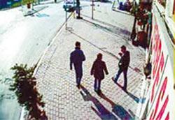 Tecavüzcüler kameraya takıldı