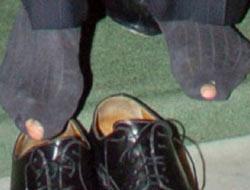 Yırtık Çoraplı D. Bankası Başkanı!