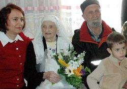 Vali Esen'den 105 yaş ziyareti