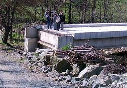 Bu köprü köylüye dert oldu!