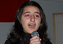 Gözyaşlarına karışan şiir yarışması