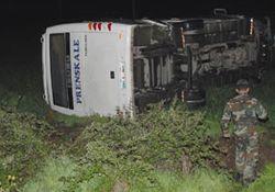 Arhavi otobüsü kaza yaptı: 24 yaralı