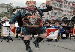Rize'de polisten müzik ziyafeti