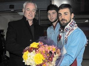 İnter'e Trabzon taraftarından çiçekli karşılama